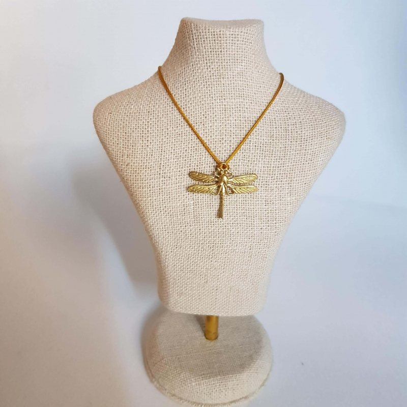 Colgante libélula cordón de seda